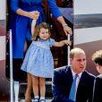 Le prince William et la duchesse Catherine de Cambridge sont arrivés avec leurs enfants le prince George et la princesse Charlotte à Berlin le 19 juillet 2017 pour la suite de leur visite officielle entamée en Pologne.