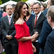 Kate Middleton : Charme bohème et épaules nues en garden party à Berlin