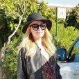 Exclusif - Paris Hilton salue ses fans et admire une photo d'elle peinte sur une voiture pour la publicité du club Amnesia à Ibiza, le 2 juillet 2017