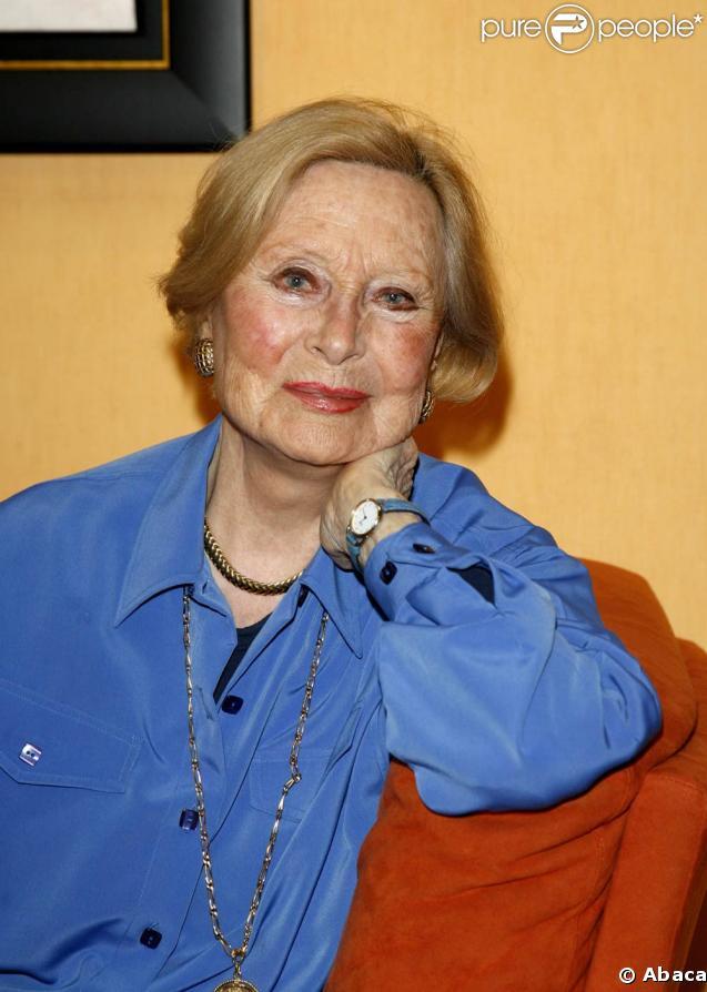 Michèle Morgan en mai 2008, au milieu de ses réalisations