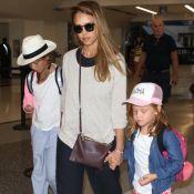 Jessica Alba enceinte : Maman poule de retour de vacances avec ses filles