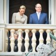 Le prince Albert II de Monaco et la princesse Charlene au balcon du palais princier avec le prince Jacques et la princesse Gabriella lors de la procession de la Sainte Dévote à Monaco le 27 janvier 2017. © Michael Alesi / Bestimage