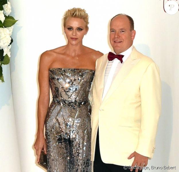La princesse Charlene et le prince Albert II de Monaco lors du 69e Gala de la Croix-Rouge monégasque dans la Salle des Étoiles du Sporting à Monaco, le 28 juillet 2017. © Bruno Bebert/Bestimage