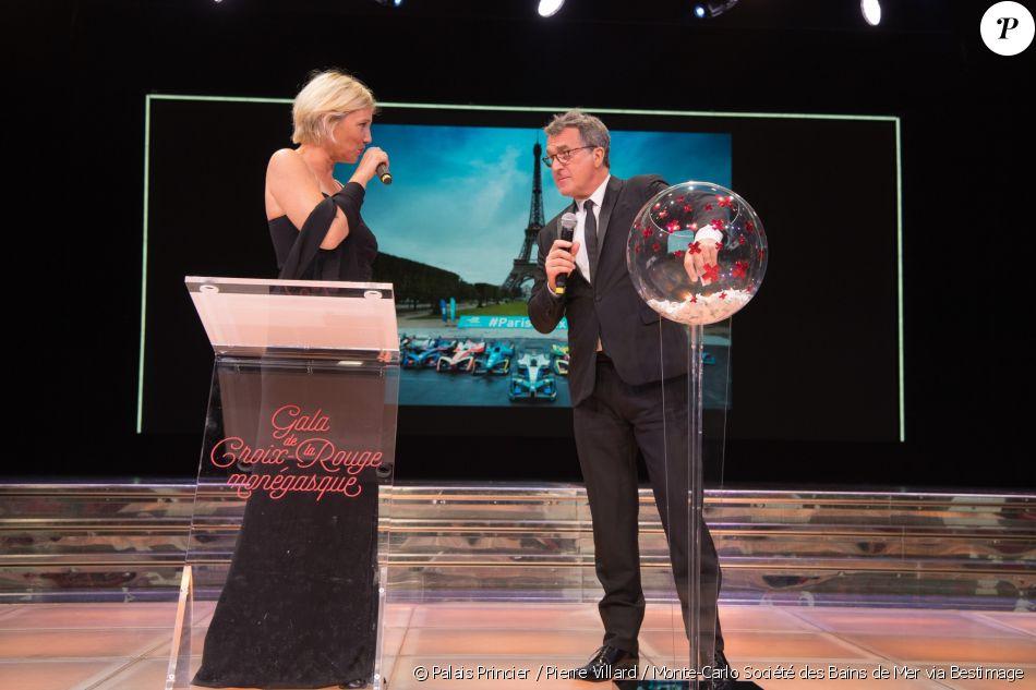François Cluzet et Maïtena Biraben lors de la tombola du 69e Gala de ...