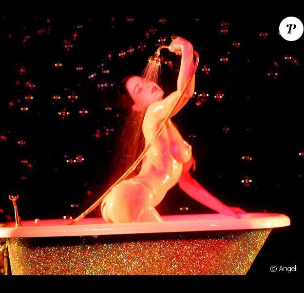 Dita Von Teese au Crazy Horse à Paris le 22/10/2006