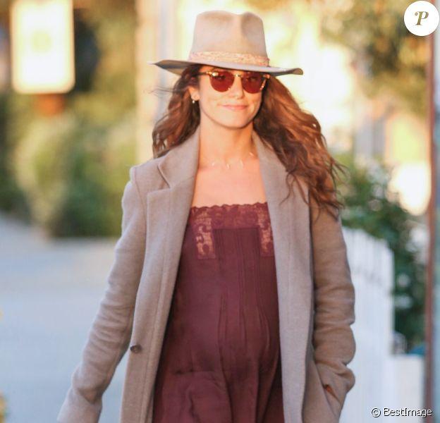 Exclusif - Nikki Reed, enceinte, se promène à Venice Beach. Los Angeles, le 8 juin 2017.