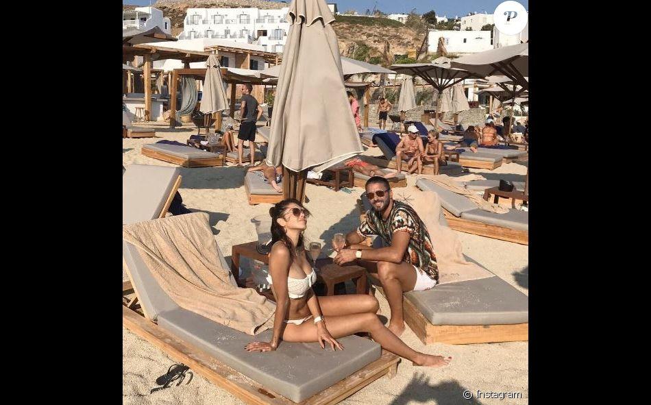 Nabilla en vacances avec son chéri Thomas Vergara à Mykonos, en Grèce.