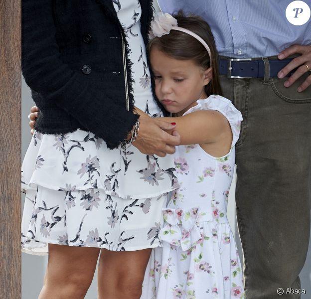 La princesse Athena de Danemark, 5 ans, faisait le 11 août 2017 sa rentrée des classes au niveau 0 à l'école des soeurs de Saint-Joseph (Sct. Joseph Søstrenes Skole) à Ordrup, au nord de Copenhague. La fille du prince Joachim et de la princesse Marie a été intimidée par la présence des photographes de presse au domicile familial de Klampenborg, avant de partir pour son premier jour d'école.