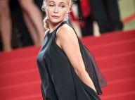 Emmanuelle Béart a 54 ans : elle affiche ses formes et joue avec la transparence
