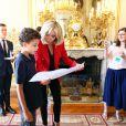 Le président français Emmanuel Macron et sa femme l Brigitte Macron (Trogneux) ont reçu une dizaine de jeunes atteints d'autisme lors du lancement de la concertation autour du 4ème plan autisme au palais de l'Elysée à Paris, le 6 juillet 2017. © Sébastien Valiela/Bestimage