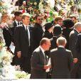 George Michael et Sir Elton John aux obsèques de la princesse Diana le 5 septembre 1997 à Londres.