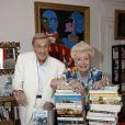 Jacqueline Monsigny et son mari Edward Meeks chez eux à Paris, le 28 juin 2008.