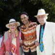 Jacqueline Monsigny et son mari Edward Meeks avec Fabrice Di Falco lors d'une garden party chez Babette de Rozieres à Maule le 30 juin 2013.