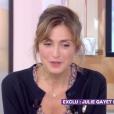"""Julie Gayet dans l'émission """"C à vous"""" sur France 5, le 28 août 2017."""