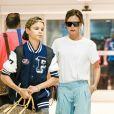 Victoria Beckham et son fils Romeo arrive à l'aéroport de JFK à New York pour prendre l'avion. Le 30 août 2017.