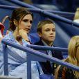 Victoria Beckham et son fils Romeo Beckham assistent au match de tennis Madison Keys contre Elise Mertens à l'US Open Tennis 2017 à New York, le 29 août 2017.