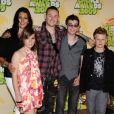 Chester Bennington, ses enfants et sa femme Talinda aux Nickelodeon's 2009 Kids' Choice Awards.