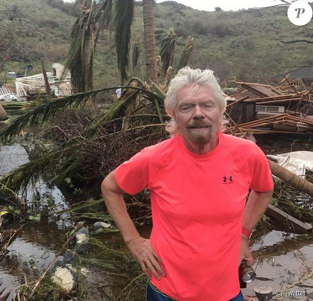 Richard Branson constatant les dégâts après le passage de l'ouragan Irma à Porto Rico le 10 septembre 2017