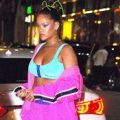 Rihanna : Look fluo et petite brassière pour un grand show