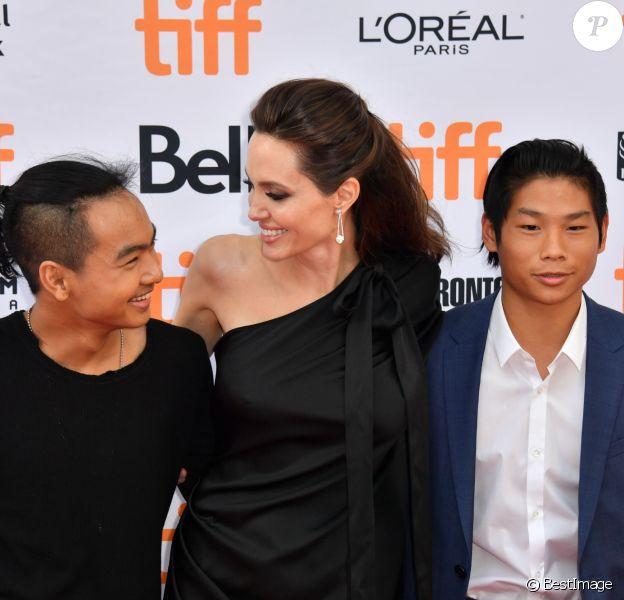 """Angelina jolie avec ses enfants Maddox et Pax à la première de """"First They Killed My Father"""" au Toronto International Film Festival 2017 (TIFF), le 11 septembre 2017."""