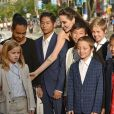 "Loung Ung, Vivienne, Maddox, Pax, Angelina Jolie, Kimhak Mun, Knox, Shiloh, Sreymoch Sareum et Zaharaà la première de ""First They Killed My Father"" au Toronto International Film Festival 2017 (TIFF), le 11 septembre 2017."
