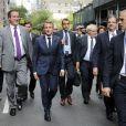 Le président Emmanuel Macron se rend à pied au siège de l'ONU pour prononcer son allocution devant la 72ème assemblée générale à New York le 19 septembre 2017.