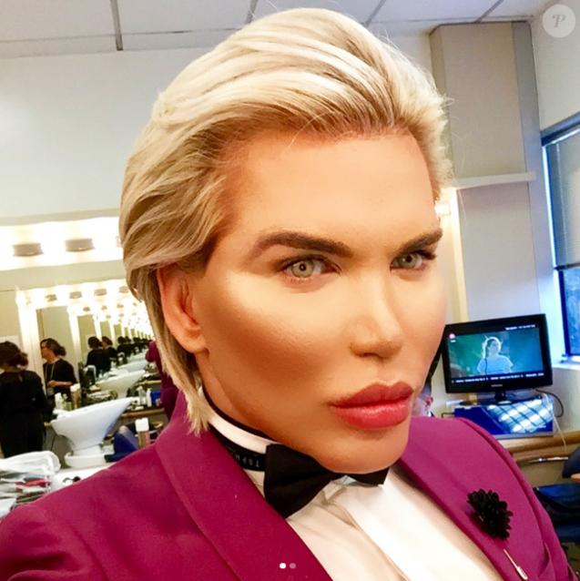"""Barbie Humaine Et Ken rodrigo alves, le ken humain : """"je pourrais changer de sexe et être"""