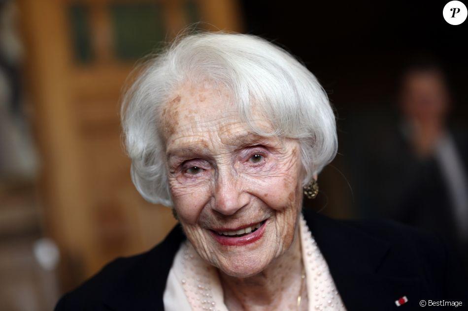 Gisèle Casadesus - Gisèle Casadesus reçoit la médaille d'or de la ville de Lille, un jour avant de fêter ses cent ans le 13 juin 2014.