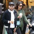 Exclusif - Le défenseur brésilien du (PSG) Dani Alves et sa femme, le mannequin Joana Sanz, se baladent en amoureux dans les rues de Paris, le 8 août 2017.