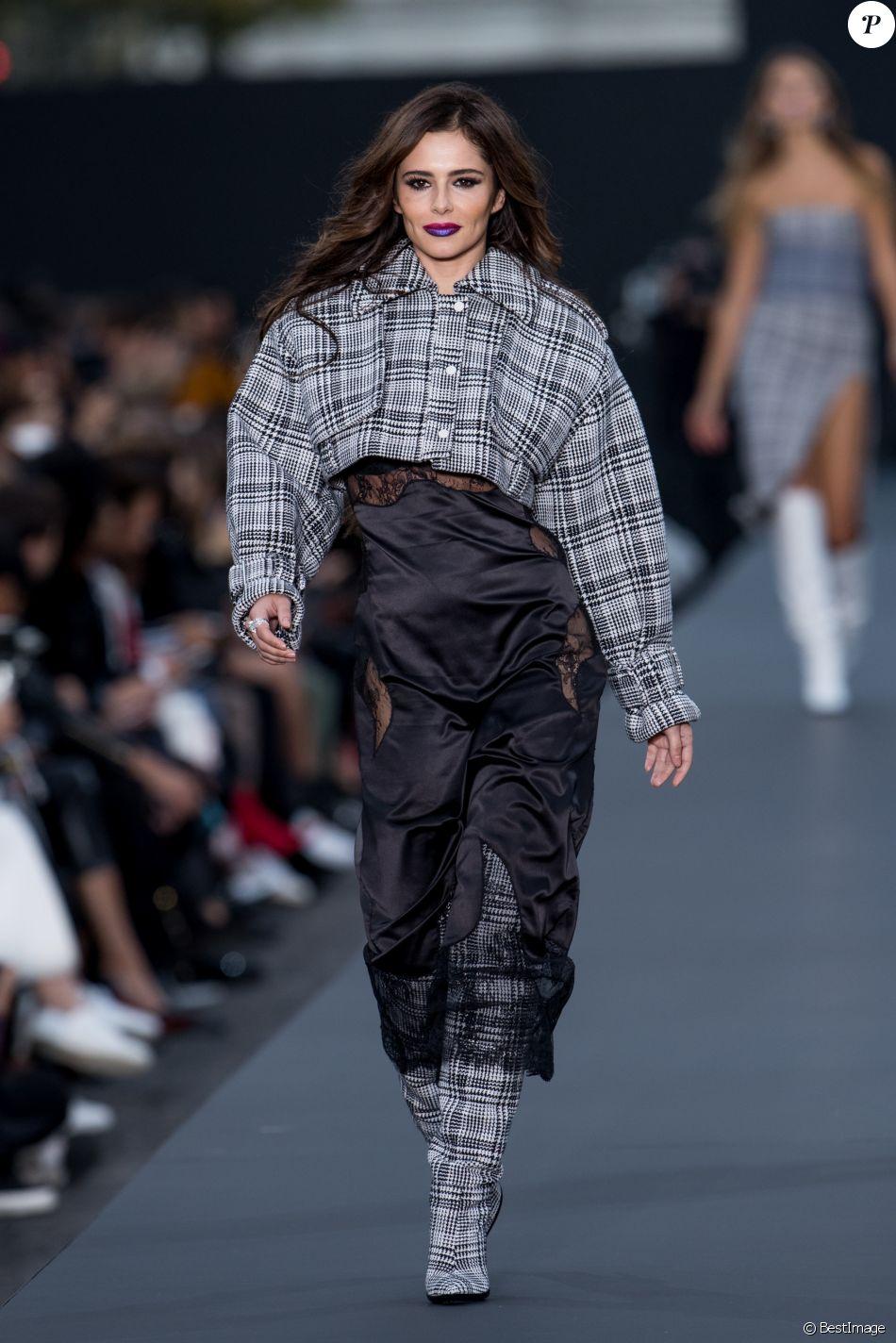 Cheryl Cole - Défilé de mode L'Oréal Paris sur l'avenue des Champs-Elysées lors de la fashion week à Paris, le 1er octobre 2017. © Cyril Moreau / Bestimage