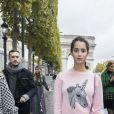 Iman Perez - People au défilé de mode L'Oréal Paris sur l'avenue des Champs-Elysées lors de la fashion week à Paris, le 1er octobre 2017. © Olivier Borde/Bestimage