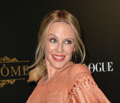 Kylie Minogue face à Valérie Lemercier et son chéri, réunis par Vogue
