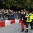 Jose Garcia et Jacky Jayet, pour l'equipe Rêves de Gosse, ont lourdement chuté sur le parcours du 17e Red Bull Caisses à Savon 2017 au domaine de Saint-Cloud près de Paris, le 1er Octobre 2017.