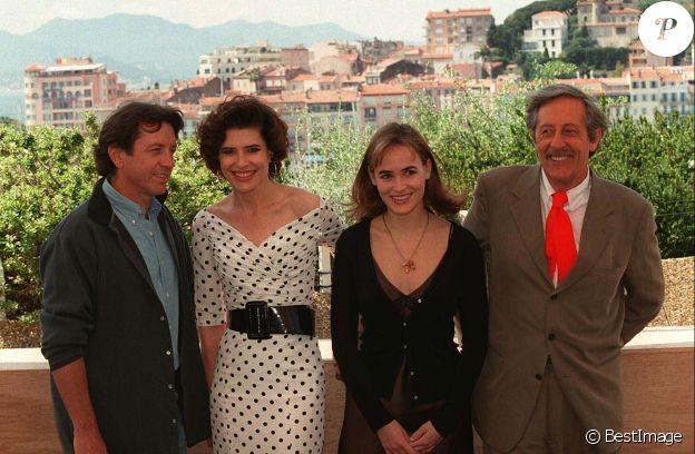 """BERNARD GIRAUDEAU"" ""FANNY ARDANT"" ""JUDITH GODRECHE"" ""JEAN ROCHEFORT"" PHOTOCALL ""RIDICULE"" 49EME FESTIVAL FILM A CANNES 1996 ""PLAN AMERICAIN""04/10/1996 - Cannes"