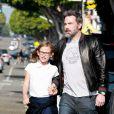 Ben Affleck et sa fille Violet se promènent dans les rues de Santa Monica, le 12 octobre 2017.