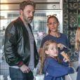 Ben Affleck et Jennifer Garner se retrouvent avec leurs filles Seraphina et Violet pour déguster une glace chez Rori's à Santa Monica, le 12 octobre 2017.