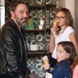 Ben Affleck et Jennifer Garner se retrouvent avec leurs filles Seraphina et Violet à Santa Monica, le 12 octobre 2017.