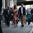 La duchesse Catherine de Cambridge, enceinte, le prince William et le prince Harry participaient le 16 octobre 2017 en gare de Paddington à un événement organisé par le Charities Forum, qui regroupe une trentaine d'associations qu'ils soutiennent, et par le fonds de la BAFTA que préside le duc de Cambridge. En présence de l'équipe du film Paddington 2, une centaine d'enfants choisis ont quitté leur quotidien difficile pour faire un beau voyage à bord d'un train mythique, le Belmond British Pullman.