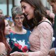 La duchesse Catherine de Cambridge, enceinte, le prince William et le prince Harry prenaient part le 16 octobre 2017 à un événement impliquant leur organisation The Charities Forum en gare de Paddington, à Londres. Le lendemain, le palais de Kensington a révélé le terme de la grossesse de Kate, qui doit accoucher de son troisième enfant en avril 2018.