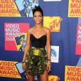 Rihanna exhibe ses jolies gambettes galbées et un décolleté craquant !