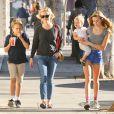 Reese Witherspoon emmene ses enfants Ava, Deacon, et Tennessee déjeuner à Westwood, le 20 décembre 2013