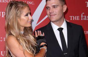 Paris Hilton amoureuse : La DJ fait danser son chéri et les stars de la mode