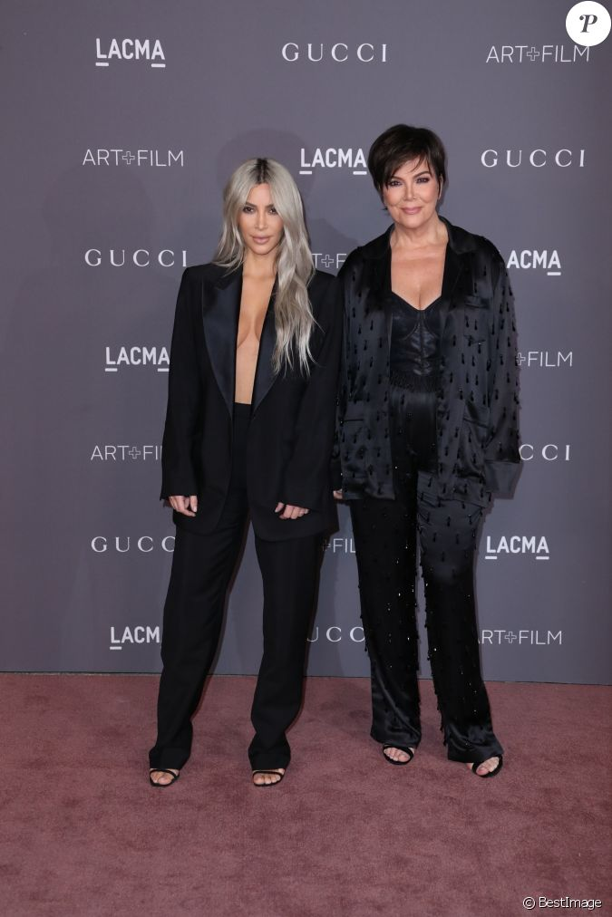 kim kardashian et kris jenner gala art film organis par le mus e lacma los angeles le 4. Black Bedroom Furniture Sets. Home Design Ideas