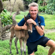 """Denis Brogniart passe du bon temps aux îles Fidji sur le tournage de """"Koh-Lanta All Stars"""". Octobre-novembre 2017."""