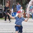 Jennifer Garner se balade avec ses enfants déguisés pour Halloween dans les rues de Brentwood, le 31 octobre 2017