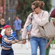 Jennifer Garner se balade avec ses enfants Violet, Seraphina et Samuel déguisés pour Halloween dans les rues de Brentwood, le 31 octobre 2017