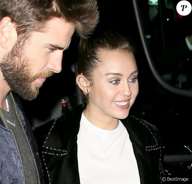 Miley Cyrus et son fiancé Liam Hemsworth arrivent à l'after SNL à New York, le 4 novembre 2017.