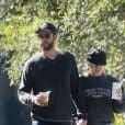 Exclusif - Miley Cyrus et son compagnon Liam Hemsworth se baladent main dans la main en amoureux dans les rues de Savannah, le 29 octobre 2017.