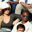 """Lindsey Vonn et son compagnon Kenan Smith dans les tribunes lors des internationaux de France de Roland Garros à Paris, le 9 juin 2017. © Dominique Jacovides - Cyril Moreau/ Bestimage"""