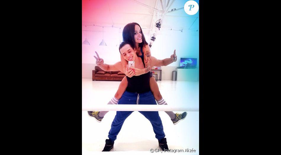 Alizée poste sur les réseaux sociaux de plus en plus de photos sur sa complicité avec Grégoire Lyonnet.